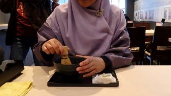 We experienced tea ceremony for the first time.
