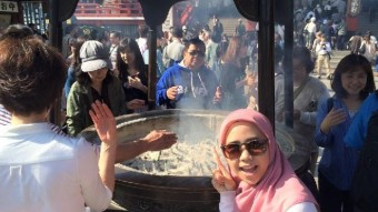 """The smoke that """"makes you smart"""" found in front of Sensouji temple."""