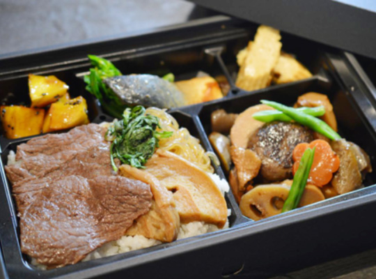 these halal bento boxes from kappou yama heats itself up. Black Bedroom Furniture Sets. Home Design Ideas