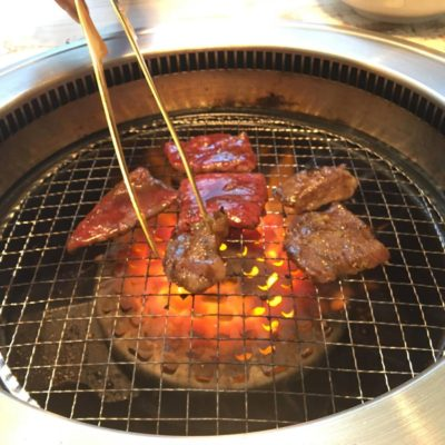 Please enjoy Yakiniku with your own pace.