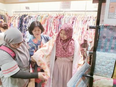 choosing Kimono