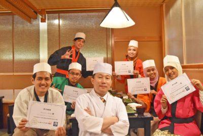 皆さんでお寿司の握り体験を満喫しました!