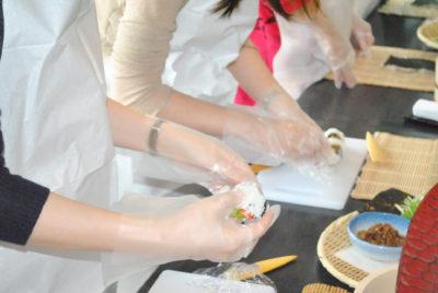 عمل لفافة السوشي
