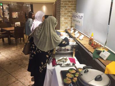 الفطور ( بنظام البوفيه المفتوح للمسلمين)
