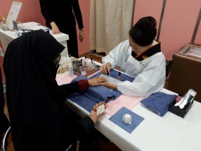 ムスリマはハラルネイルTOKYOのサービスを楽しんでいます
